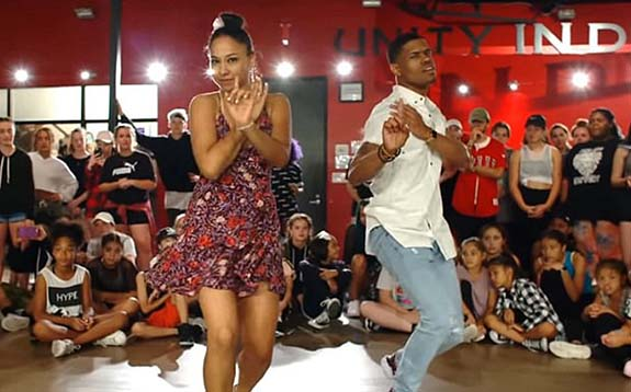 Choreographer With All The Right Moves Proposes During Dance Routine Video Goes Viral Dale S