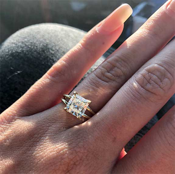 Bravo S Summer House Reality Stars Confirm Engagement With Selfie Of 2 5 Carat Diamond Ring